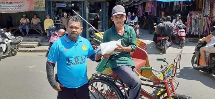 LDII Tanjung Jabung Barat Bagi-Bagi Sembako Redakan Dampak Ekonomi Akibat Covid-19