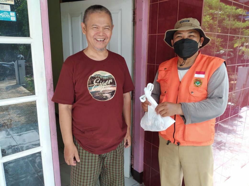 LDII Cibalong Berbagi Daging Kurban ke Masyarakat dan Pejabat Setempat